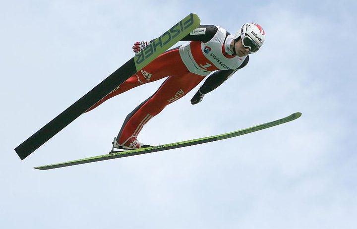 Úvodné preteky skokanov na lyžiach v Kuusame pre Ammanna