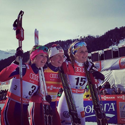 Šprinty voľnou technikou mužov a žien v Davose pre Bjoergenovú s Pellegrinom