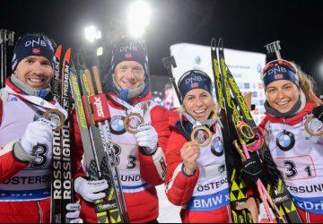 Strhující štafetové závody odstartovali biatlonovou sezónu