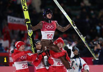 Poliaci ovládli tímovú súťaž v skokoch na lyžiach v nemeckom Klingenthale
