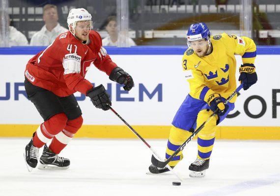 Finále MS v hokeji si zahrajú reprezentanti Švédska a Švajčiarska