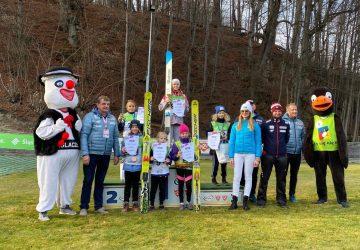 Mladí slovenskí skokani na lyžiach sa na mini Svetovom pohári nestratili